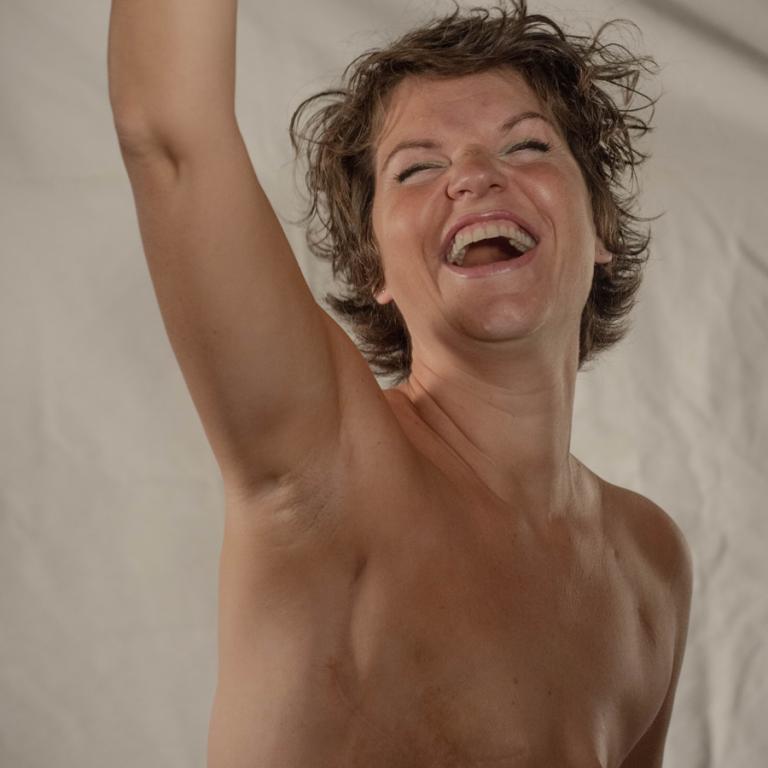 Foto einer schönen Frau nach einer Brustamputation